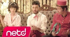 Mabel Matiz – Aşk Yok Olmaktır Dinle – Video Dinle