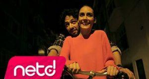 Melisa Sözen & Mert Fırat – Aç Kapıyı Gir İçeri Dinle – Video Dinle