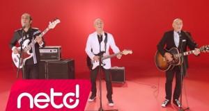 Mazhar Fuat Özkan – Türk'üz Türkü Çağırırız Dinle – Video Dinle
