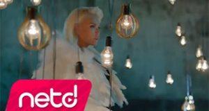 Ajda Pekkan – Ara Sıcak Dinle – Video Dinle