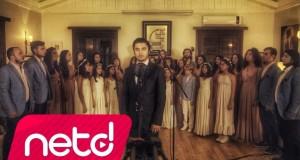 Livaneli Korosu – Böyledir Bizim Sevdamız Dinle – Video Dinle