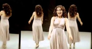 Yıldız Tilbe – Ben Senin Var Ya Dinle – Video Dinle